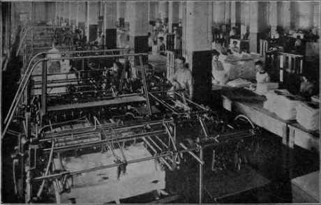 A-Group-of-Folding-Machines-which-Automatically-Grasp-the-Fl